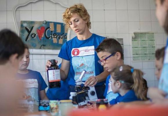 La investigadora Bárbara de Aymerich del proyecto educativo Espiciencia impartirá dos de los 8 talleres de la Feria Bebot de la Ciencia en Miranda de Ebro.
