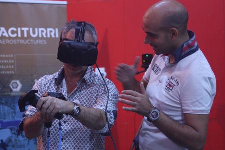 Tecnología al alcance del público en el expositor de la empresa Aciturri en la Feria Bebot de la Ciencia de Miranda de Ebro