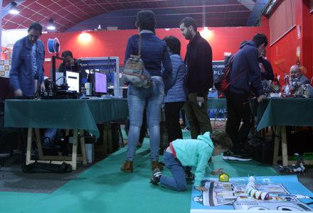 Adultos y pequeños disfrutaron de la zona expositiva en la Feria Bebot de la Ciencia