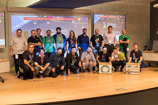 Miembros de GDG Burgos, una asociación habituada a organizar congresos y encuentros tecnológicos con objetivos divulgativos